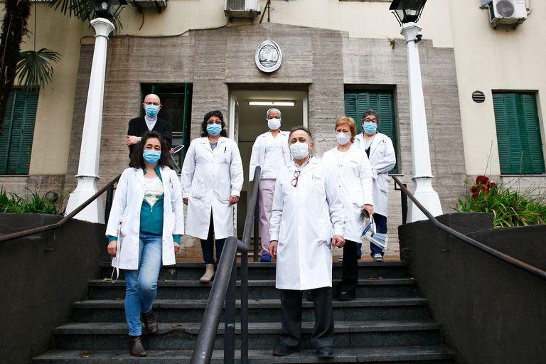 El Programa Estar es una iniciativa de la que participan equipos de 19 hospitales porteños y organizaciones de la sociedad civil; con una mirada integral de la persona, acompañan durante las internaciones y duelos