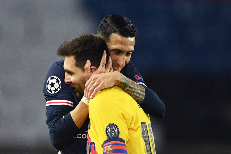 Y también rivales. Aquí, Di Maria consuela a Messi después de que PSG eliminó a Barcelona de la última Champions League