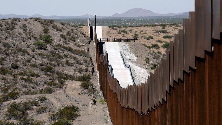 En los últimos cinco meses, el gobierno federal ha detenido a casi medio millón de personas que intentan cruzar la frontera