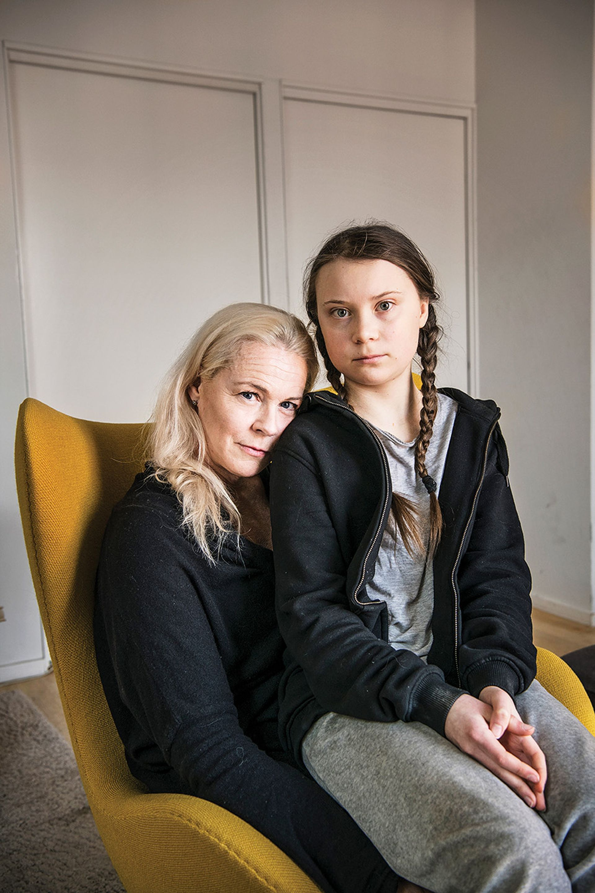 Con su mamá, la cantante de ópera Malena Ernman, en su casa en Estocolmo