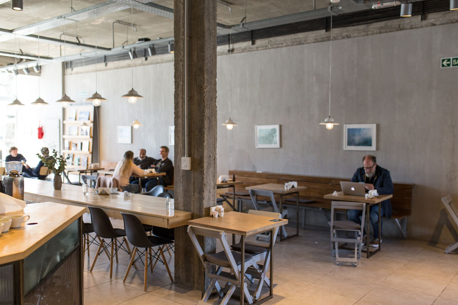 El local en el centro de City Bell tiene una superficie de más de 200 m2 y es uno de los lugares de encuentro favoritos de los locales.