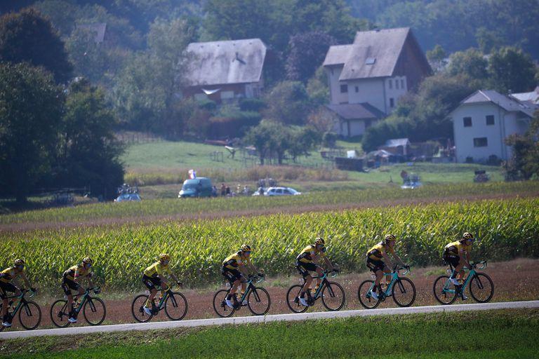 La 17ª etapa del Tour de Francia sigue teniendo como líder a un integrante del equipo Jumbo - Visma, el esloveno Primoz Roglic