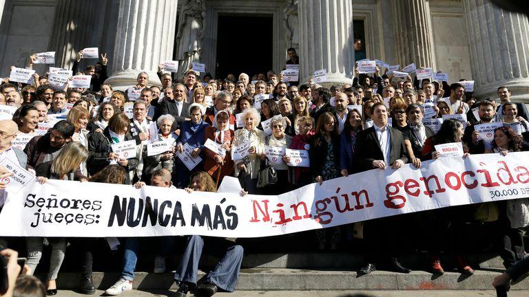Organizaciones de derechos humanos afuera del Congreso Nacional