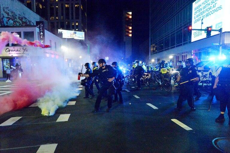 La policía reprime las protestas por la muerte de George Floyd en Boston, Massachusetts