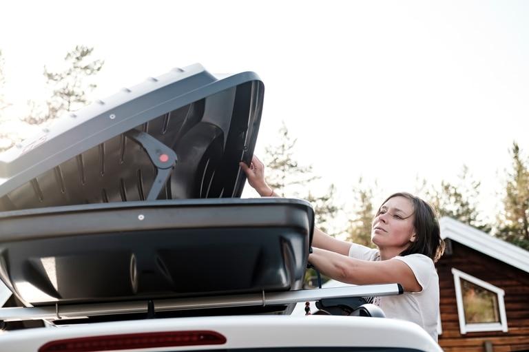 Baúles para el techo. Una solución eficaz, cómoda y aerodinámica para transportar los elementos que no pueden almacenarse en el baúl del vehículo