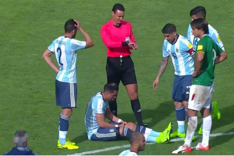 En La Paz, con la Selección, sufrió su primera dura lesión: rotura de meniscos de la rodilla izquierda