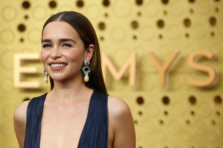Emilia Clarke confesó que Jennifer Lopez inspiró su look en los Emmy