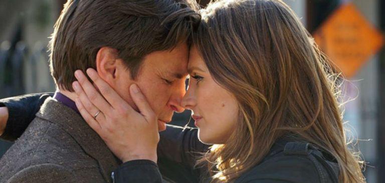 Nathan Fillion y Stana Katic en el final de Castle