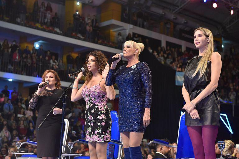 Showmatch 2019: Patricia Sosa, Lucía Galán y Valeria Lynch cantaron el himno