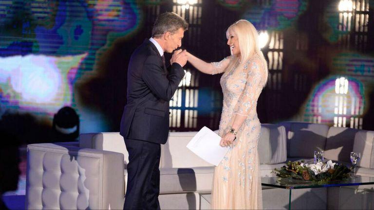 Mauricio Macri saluda a Susana