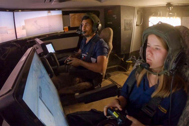Una vista del interior del tanque del proyecto Carmel, un prototipo que se puede controlar desde pantallas táctiles y con un mando de Xbox o un teclado, como en una partida de videojuegos