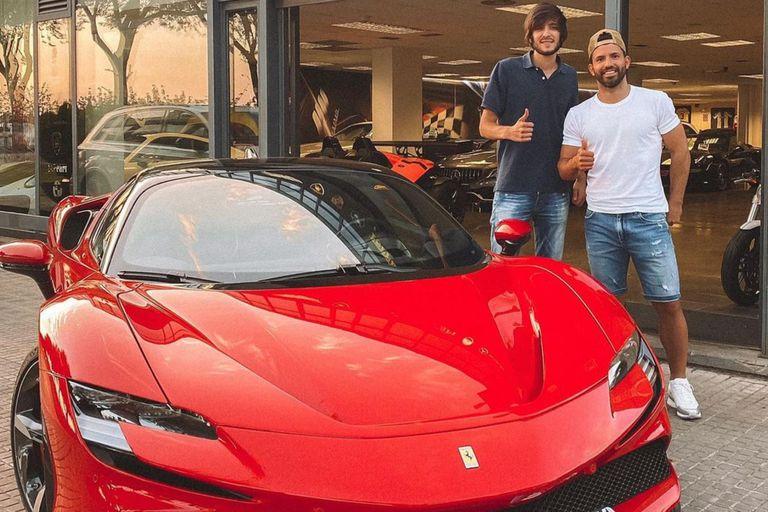 Cómo es la nueva Ferrari híbrida que el Kun Agüero compró en Barcelona por 500.000 euros