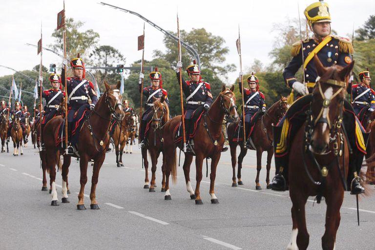 Macri asistió junto a Pichetto al desfile militar por el 9 de Julio