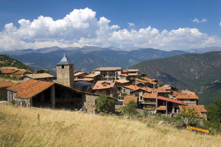Por qué comprar un pueblo español puede ser un buen negocio