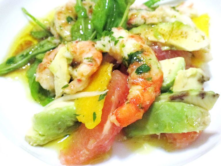 Langostinos con cilantro, palta y mango