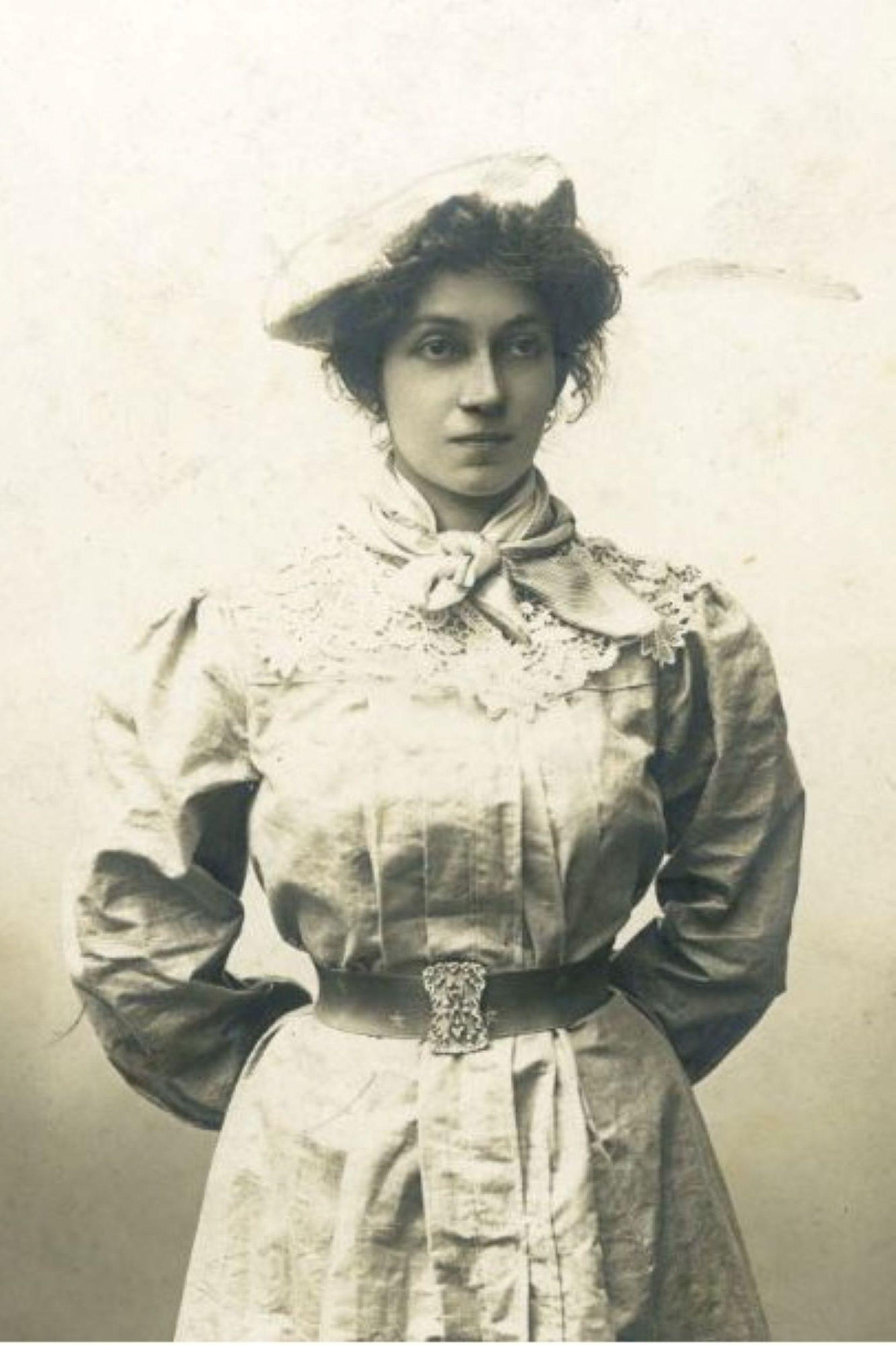 Lola Mora nació en 1867 y fue una adelantada para su época: estudió en Roma y se casó con un hombre muchos años menor