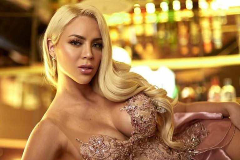 Sheyla Rojas, la modelo cuestionada por tomar una cocktail con un pececito como decoración   Foto: Instagram @_sheyoficial