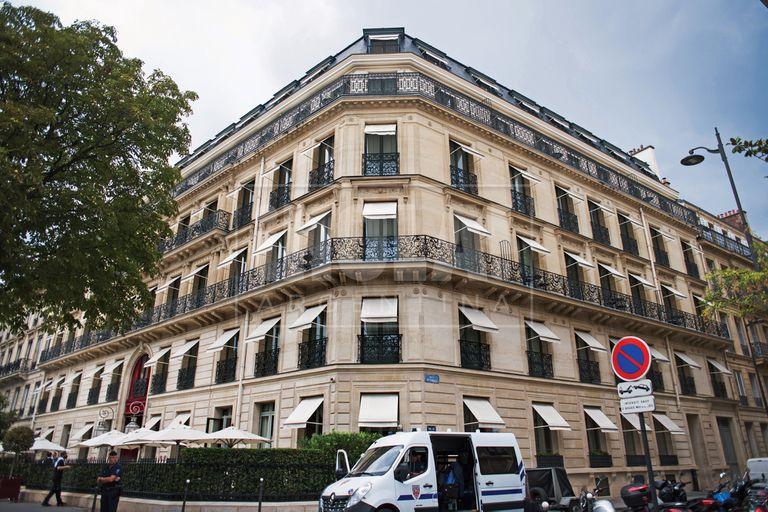 Una postal del hotel cinco estrellas que suelen elegir para sus estadías en París, ubicado en la coqueta Rue Gabriel.