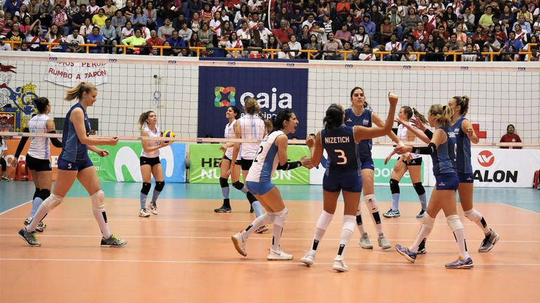 Las argentinas vencieron a Uruguay y definirán con Perú