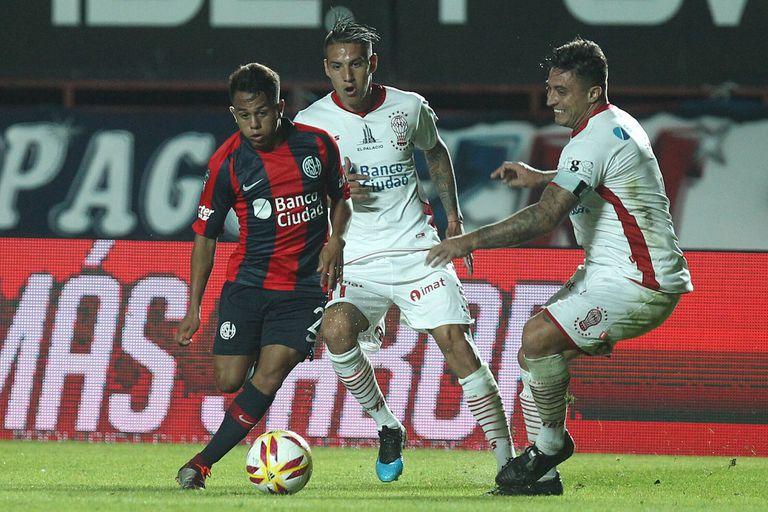 Nahuel Barrios fue uno de los mejores de San Lorenzo, pero el equipo de Almirón sigue sin generar suficientes situaciones de gol