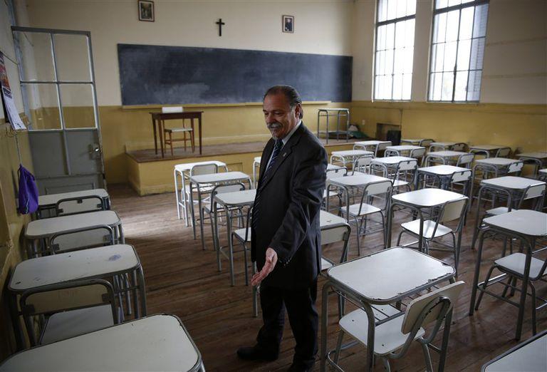 El director, José Passucci, en el aula que hace varios años ocupó Del Potro