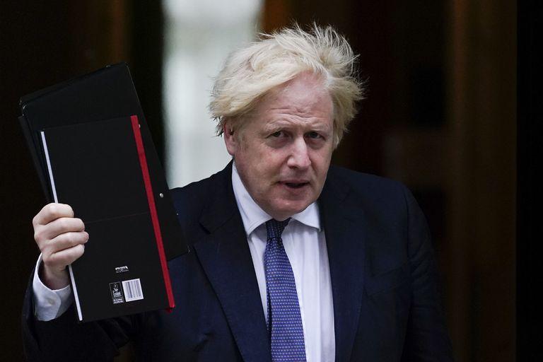Boris Johnson busca oxígeno con una profunda reestructuración de gabinete