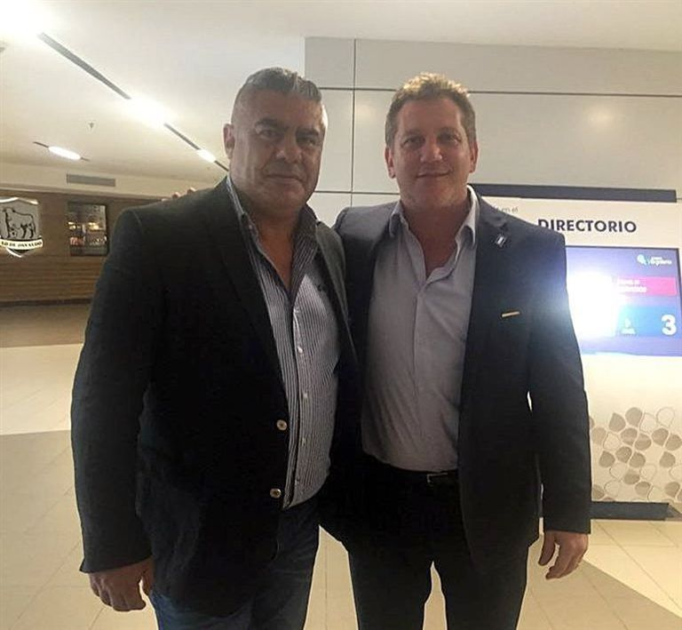 Chiqui Tapia, en Asunción, con Alejandro Domínguez