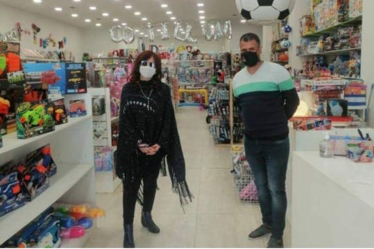 Cristina Kirchner visitó el nuevo local de la juguetería Sorpresa, el fin de semana pasado en El Calafate