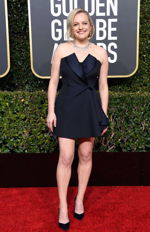 Elizabeth Moss se atrevió a un vestido corto de Dior Haute Couture