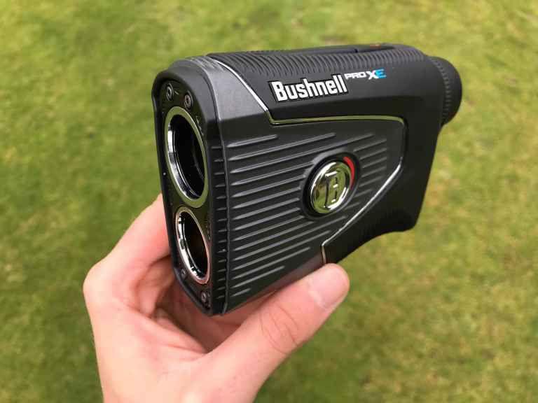 Un láser Bushnell, una de las marcas más reconocidas para estos dispositivos