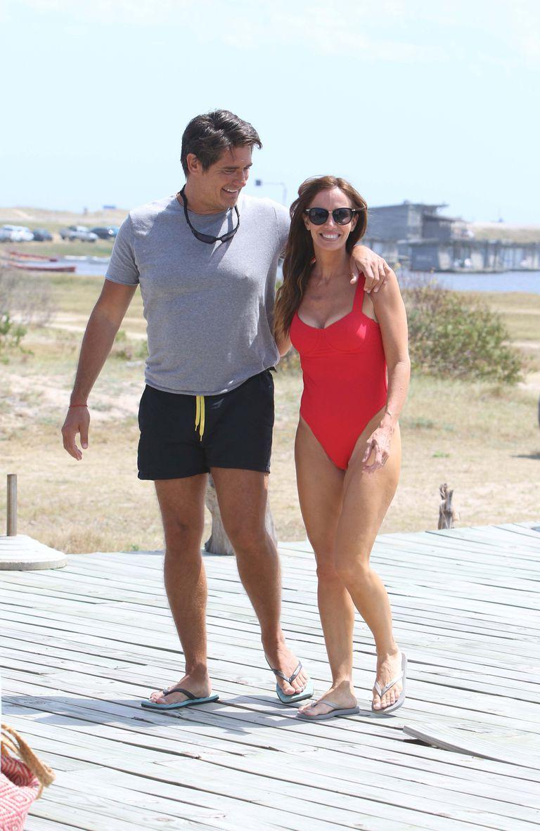 Guillermo Andino y su esposa, Carolina Prat, disfrutaron de un día de playa junto a sus hijos