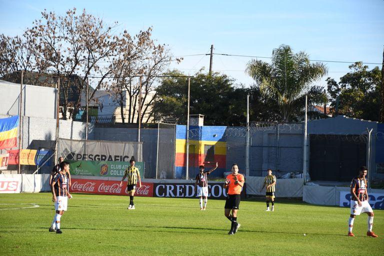 El ascenso homenajeó a Maradona a 35 años del mejor gol de la historia del fútbol argentino; en este caso, en Colegiales vs. Flandria.