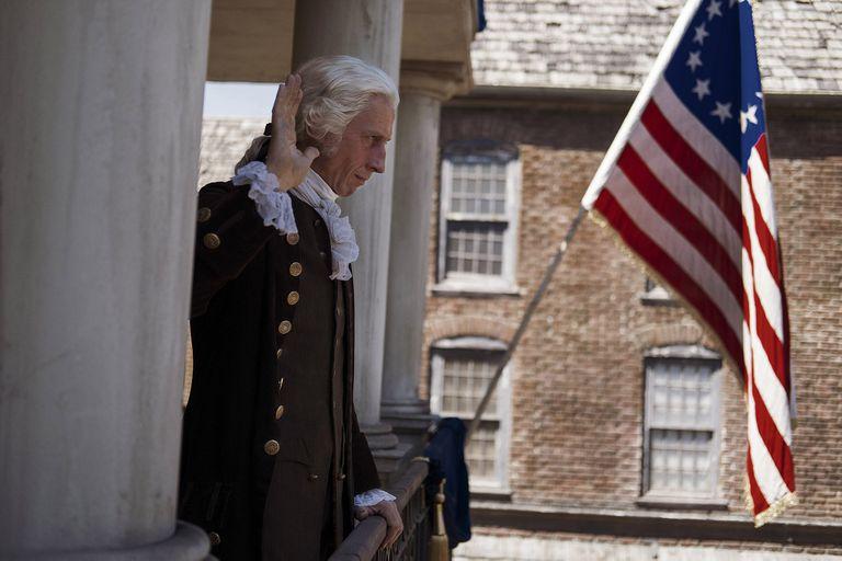 La visión sobre la historia norteamericana que plantea la bioserie Washington se contrapone con la que ofrece Hamilton, el musical de Lin Manuel Miranda
