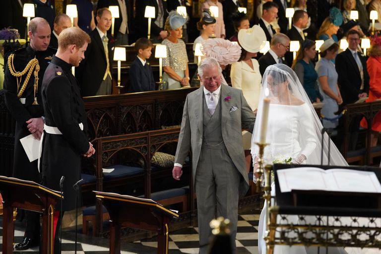 La novia llegó al altar del brazo de su suegro, el príncipe Carlos