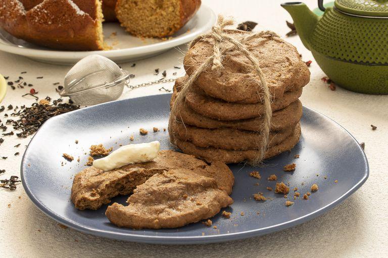 Mariana Mangiarotti prepara estas galletas con té chai y azúcar mascabo.