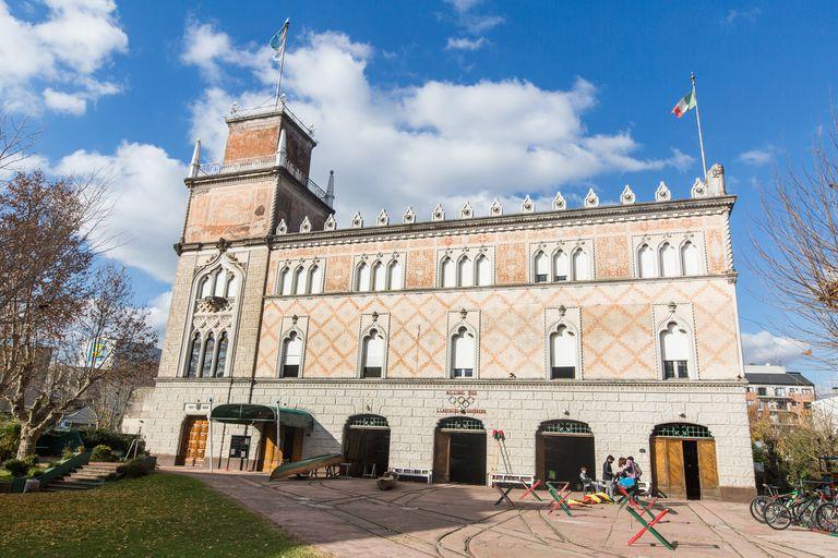 El asombroso palacio veneciano que alberga al tradicional club de remo del Tigre