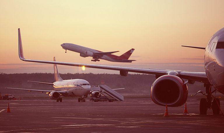 Hoy, la aviación comercial es responsable del 2,5% de las emisiones mundiales de dióxido de carbono y la cifra podría triplicarse para el año 2050: ¿qué opciones tenemos?