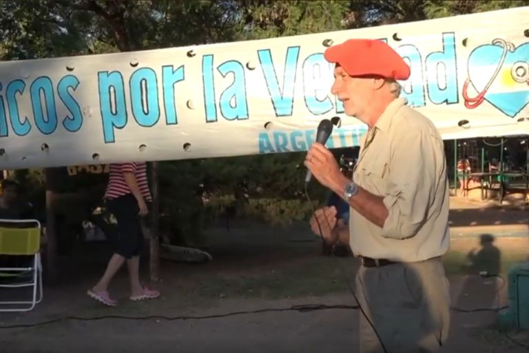 Mariano Arriaga, de Médicos por la Verdad, participo de charlas en Capilla del Monte; en Rosario, fue imputado por instigación al delito junto a un concejal chaqueño y a otro médico