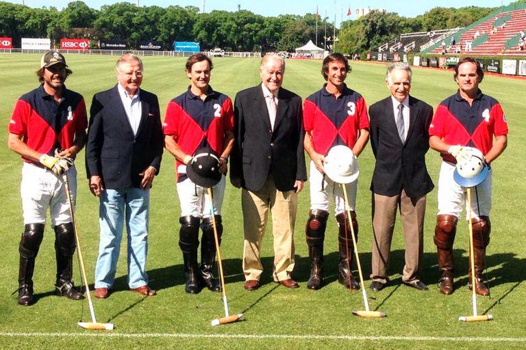 El homenaje a los 10 de handicap: Alfredo y Juancarlitos Harriott, y Alberto Heguy, junto con Cambiaso, Stirling, Miguel Novillo Astrada y el Ruso Heguy