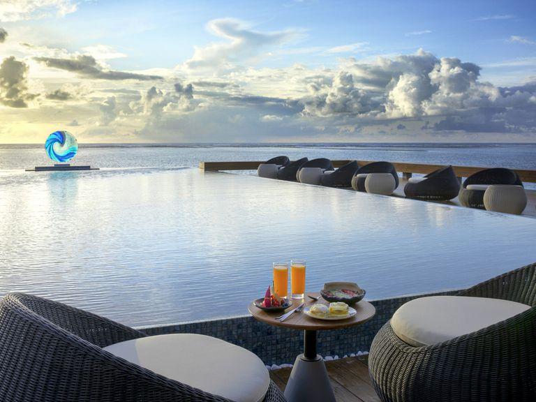 La vista del océano desde el resort de las Maldivas
