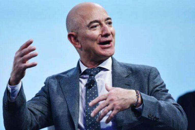 Jeff Bezos, de discreto multimillonario a protagonista de los tabloides