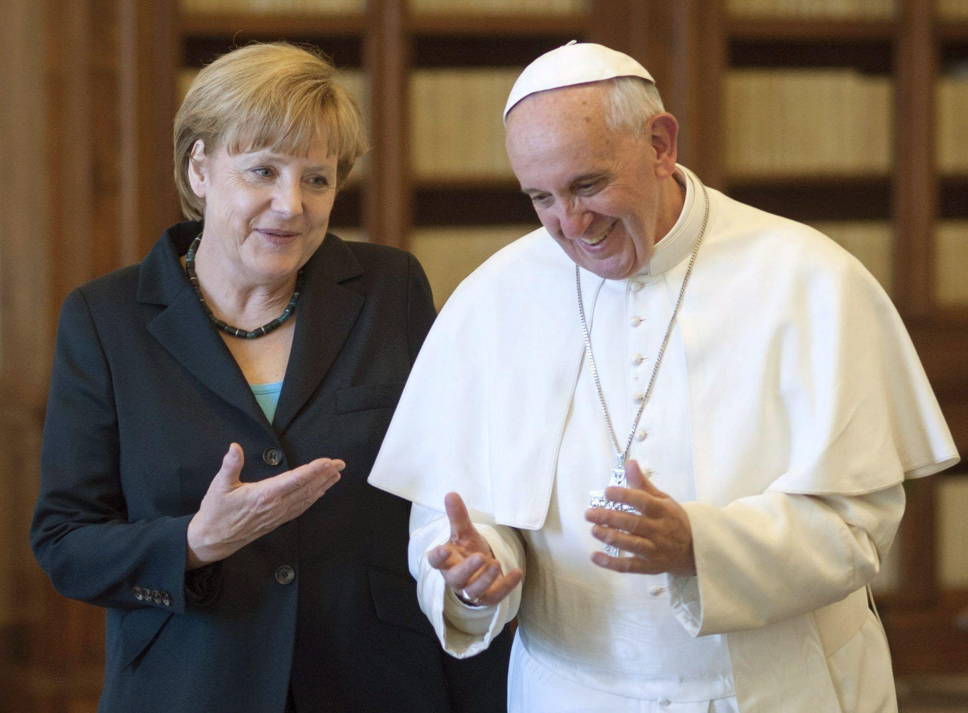 Merkel junto al papa Francisco en mayo de 2013, a dos meses de la elección del nuevo pontífice
