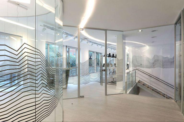 Oficinas vidriadas con el diseño de Claudia Faena