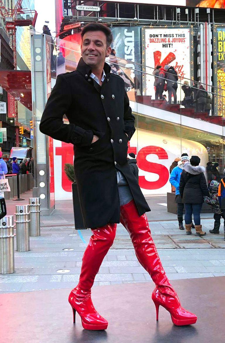 Bossi, ya con sus botas, en Broadway