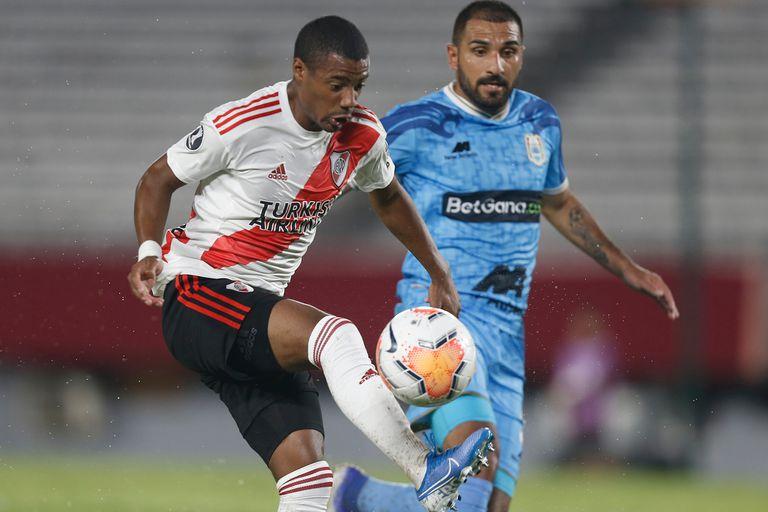 De la Cruz está en un gran nivel en River: no sólo juega, también marca.