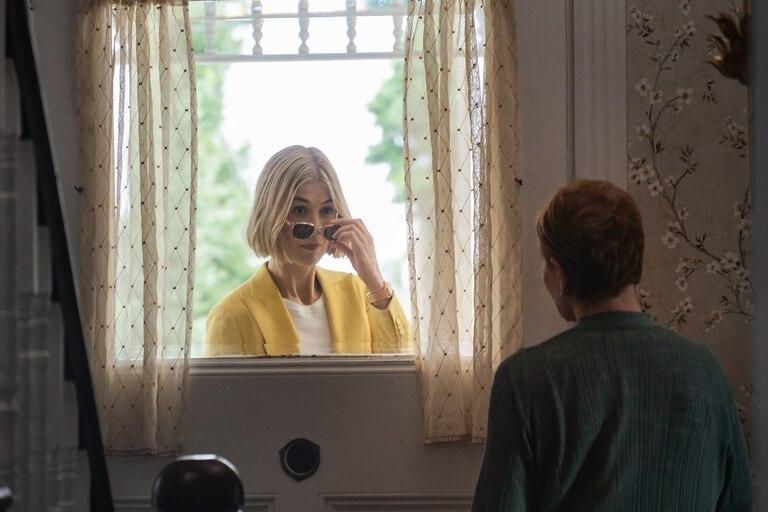 Rosamund Pike, en una escena de Descuida, yo te cuido