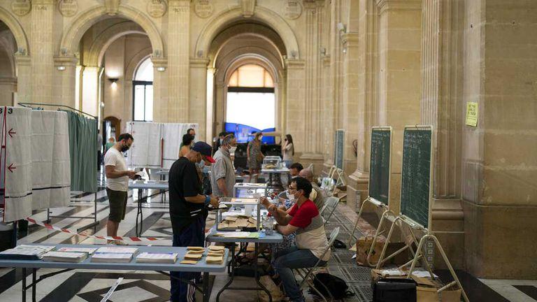 Duro revés para la ultraderecha en las elecciones regionales en Francia