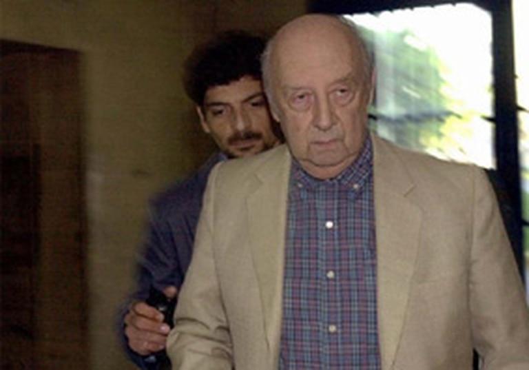 Guillermo Suárez Mason, en Tribunales, durante uno de los juicios a los que fue sometido por violaciones a los derechos humanos. Falleció en junio de 2005