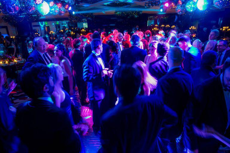 Pasadas las diez de la noche los trescientos invitados abrieron la pista de baile al ritmo del dj,Héctor Suasnábar