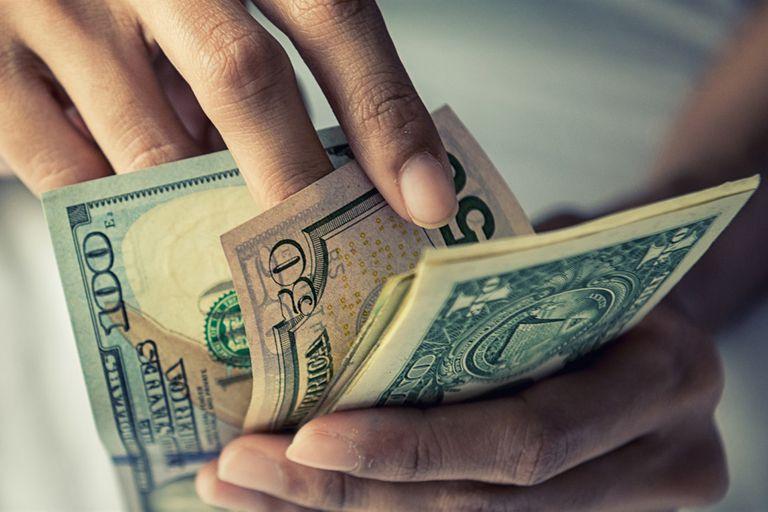 Solo en mayo, el Banco Central financió al Tesoro con $430.000 millones; si bien los efectos de la crisis económica limitan el impacto, los analistas advierten sobre los efectos de esta dinámica en la inflación y la brecha cambiaria